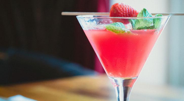 5 Rezepte für sommerliche Cocktails auf Weinbasis